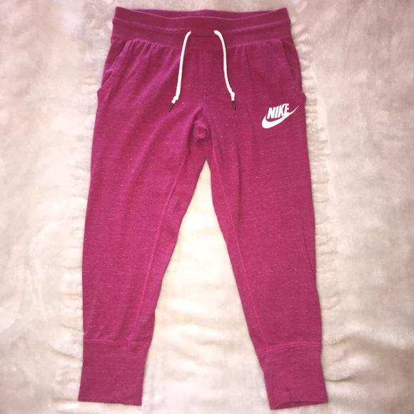 20844ed923f2 Girls Nike cropped joggers XL. M 5ac6cb37daa8f6f186015681